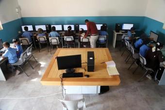 مركز معاً يفتتح مختبراً للتكنولوجيا والكمبيوتر في مدرسة بدو الكعابنة بالأغوار